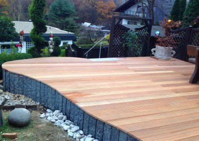 TAUPADEL Garten- und Grabpflege - Holzterasse