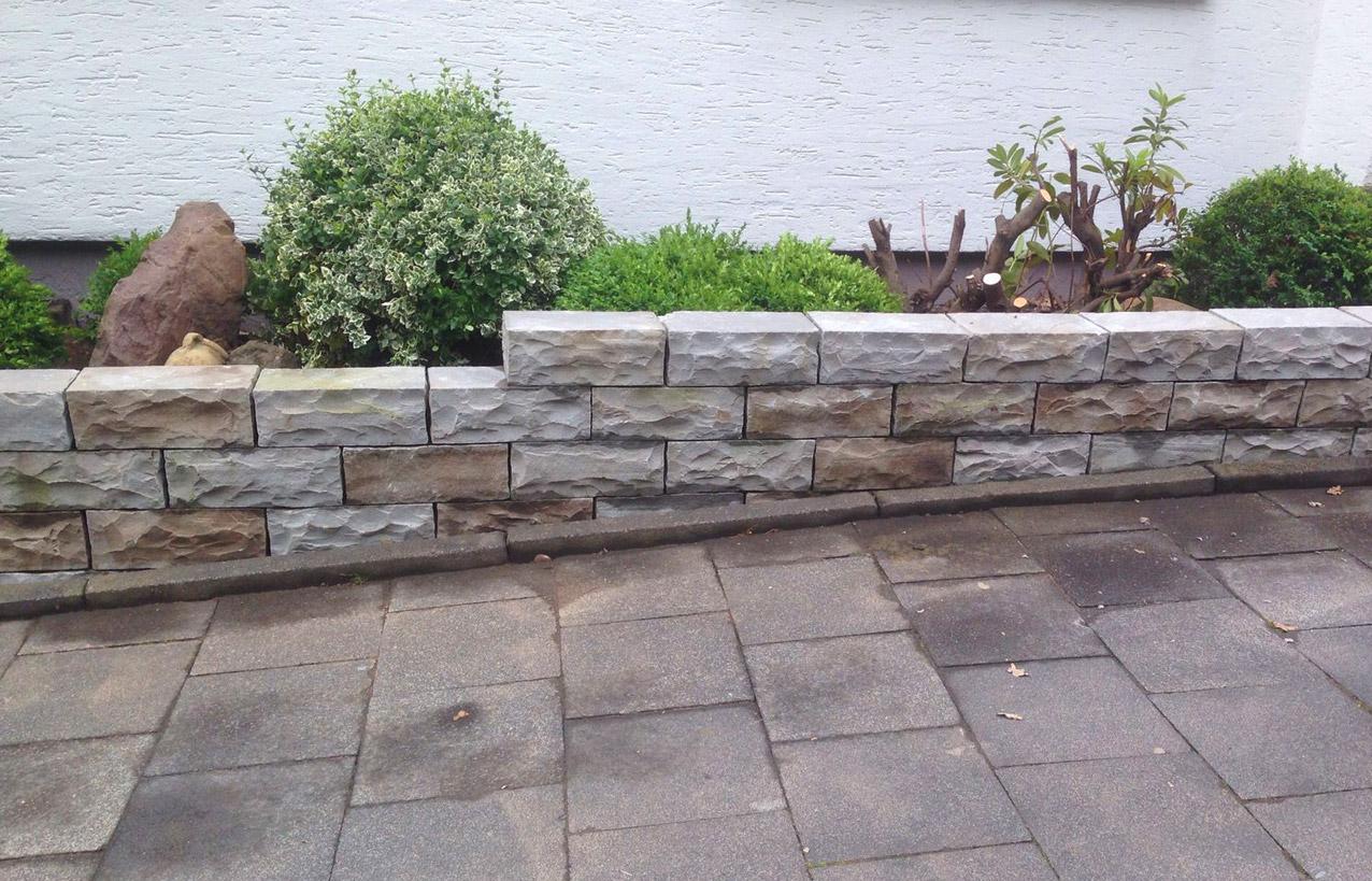 TAUPADEL Garten- und Grabpflege - Gartenmauer aus Betonsteinen