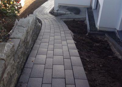 TAUPADEL Garten- und Grabpflege - Natursteinmauer